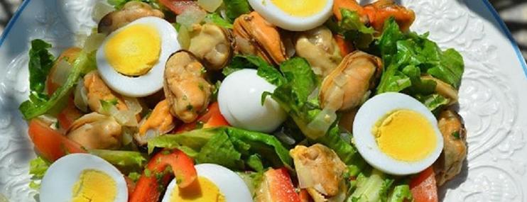 Рецепт салата с мидиями и его калорийность
